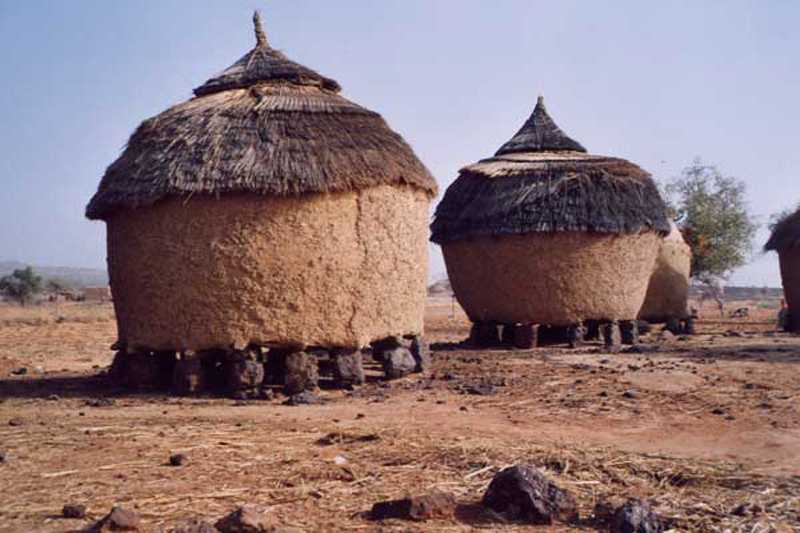 inbp-cfa-bpf-portrait-mathilde-afrique-niamey-agape-stockage-cereales
