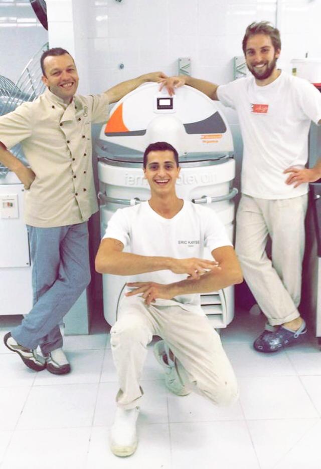 Benjamin (au centre) et Matthias (à droite) avec leur collègue, des boulangeries Kayser